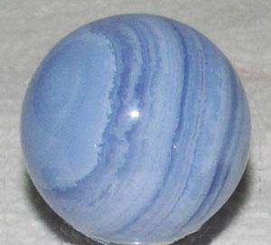 lichtblauwe doorzichtige edelsteen